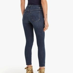 MOTHER Crop Looker Fray Jeans Dark Blue Size 25